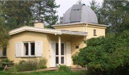 Wieth-Knudsen  observatoriet ligger et kvarters gang fra Godhavn Station i Tisvilde.