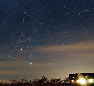 De to klare stjerner øverst er de to af de tre stjerner i Orions Bælte. Stjernebilledet Orion, den grønne figur, er et komplekst område med mange stjernetåger, fx den gullige Flammetåge øverst til venstre, den lille og mørke Hestehovedtåge inde i den udbredte røde brintgas og Oriontågen nederst. (Jesper Grønne)