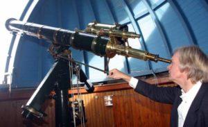 Erik Clausen og teleskopet